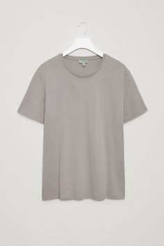 COS image 40 of Round-neck t-shirt in Dusty Grey Sweater Shirt, Neck T Shirt, Polo Shirt, Latest Clothes For Men, Cute Shirts, Capsule Wardrobe, Everyday Fashion, Cos, Man Shop