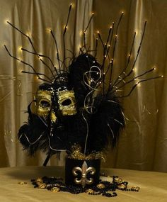 Party Ideas by Mardi Gras Outlet: Black & Gold Masquerade Mask Centerpiece Tutorial Gold Masquerade Mask, Sweet 16 Masquerade, Masquerade Wedding, Masquerade Theme, Venetian Masquerade, Venetian Masks, Masquerade Party Decorations, Mardi Gras Centerpieces, Balloon Centerpieces