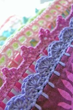 If you looking for a great border for either your crochet or knitting project, check this interesting pattern out. When you see the tutorial you will see that you will use both the knitting needle and crochet hook to work on the the wavy border. Crochet Trim, Knit Or Crochet, Learn To Crochet, Crochet Crafts, Crochet Stitches, Crochet Hooks, Crochet Projects, Sewing Crafts, Crochet Edgings
