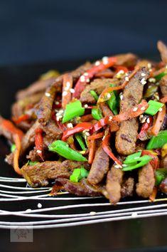 Vita cu legume stir-fry - CAIETUL CU RETETE Stir Fry, Fries, Recipies, Good Food, Beef, Salads, Recipes, Meat, Healthy Food