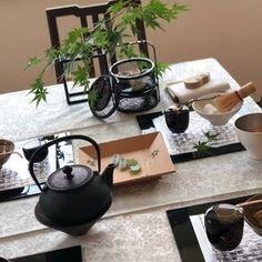Japanese Table, Japanese Lamps, Japanese Tea House, Japanese Home Decor, Japanese Pottery, Japanese Food, Asian Living Rooms, Japanese Festival, Table Setting Inspiration