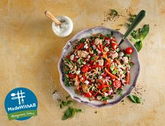 Ψάχνετε ένα θρεπτικό πιάτο για να ξαναβρείτε τις ισορροπίες σας;  Μία δροσερή σαλάτα με φασόλια μαυρομάτικα είναι ακριβώς όλα όσα ζητάτε! #MadewithAB Salsa, Mexican, Ethnic Recipes, Food, Essen, Salsa Music, Meals, Yemek, Mexicans