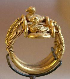 Ring w/ducks, bearing the name of Ramsès IV 1153-1147 BC, 20th dynasty