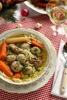 Karácsonykor nagyon sok család asztalán a halászlé a domináns leves - ez nálunk is így van. De vannak akik nem szeret... Eastern European Recipes, Kinds Of Soup, Good Food, Yummy Food, Hungarian Recipes, Kaja, Soups And Stews, Food Inspiration, Soup Recipes
