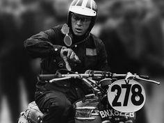 Steve McQueen in a Barbour jacket on a Triumph Triumph Scrambler, Triumph Bonneville, Triumph Motorcycles, British Motorcycles, Scrambler Motorcycle, Steve Mcqueen Quotes, Thomas Crown, Steeve Mcqueen, Enduro Vintage