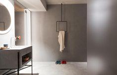 Kreativer Handtuchhalter im Eishotel! Filigran geformt und abgehängt von der Decke – ein Eyecatcher für das Badezimmer. Mehr auf roomido.com #roomido