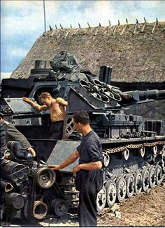 Tank photo. Engine Maintenance on a Panzer IV in the Eastern Front