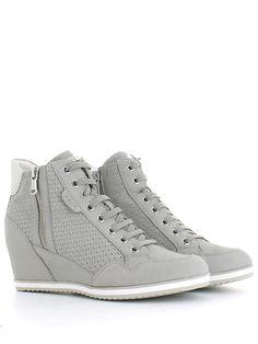Sneaker in morbidissima nappa dai delicati intagli 4e3d06bd589