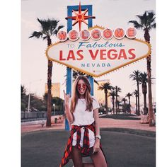 Tatiana is setting Vegas on fire in her Gigi Hadid for Vogue Eyewear shades. Las Vegas Sign, Las Vegas Vacation, Las Vegas Nevada, New York Tourist, Las Vegas Pictures, Ohh Couture, Cool Outfits, Summer Outfits, Vacation Outfits