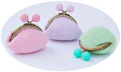 Tuto DMC porte-monnaie en fils Natura yummy. Découvrez les 16 nouvelles couleurs du Natura Just Cotton : des tonalités vibrantes et lumineuses, des touches de fluo pour un look estival, frais et jeune….