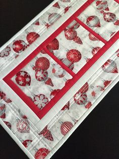 Quilted Christmas Runner-Christmas by PeggyGaylerDesigns on Etsy Table Runner Christmas, Xmas Table Runners, Christmas Table Linen, Christmas Placemats, Table Runner And Placemats, Table Runner Pattern, Christmas Sewing, Christmas Crafts, Christmas Quilting