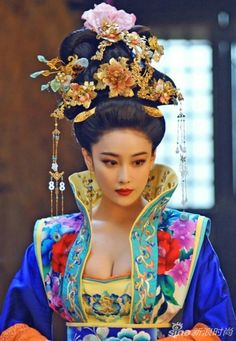 Highly popular Chinese model, actress and singer Viann Zhang Xin Yu (born 28 March Tribal Fashion, Asian Fashion, Colorful Fashion, Chinese Model, Chinese Style, Asian Woman, Asian Girl, The Empress Of China, Art Beauté