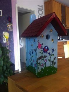 """Design Nisthaus, Vogelvilla von """"Made in Lelm"""".  Selbst gefertigt und von Hand bemalt sind meine Vogelhäuser ein farbenfroher Blickpunkt in Ihrem Garten."""