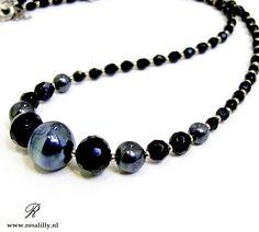 Vintage ketting van fijne geslepen Czech glaskraaltjes en een echte Murano glaskraal. Vintage necklace with Murano glassbead.