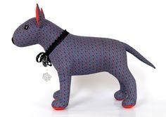 Ingolf to niebiesko-czerwony bulterier miniaturowy. Z pozoru  grzeczny i dobrze wychowany, ale jako typowy bulterier lubi też c...