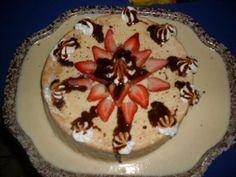 Genovesa de fresas y chocolate con crema chantilly