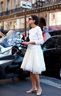 love the multi -layered skirt, the length, with the kitten heels .. #street #streetstyle #classic