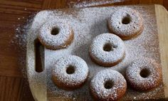 Baked Pumpkin Spice Donuts-must try! Vegan Donut Recipe, Baked Doughnut Recipes, Baked Doughnuts, Biscuit Bread, Doughnut Cake, Bread And Pastries, Breakfast Bake, Fall Baking, Recipes From Heaven