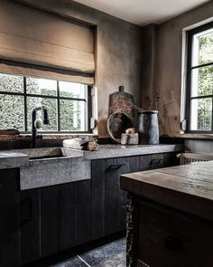 Rustic Kitchen, New Kitchen, Kitchen Dining, Belgian Style, Industrial House, Home Reno, Cool Kitchens, Furniture Decor, Home Remodeling