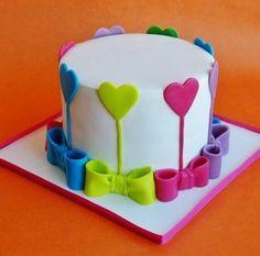 Луки и сердца торт
