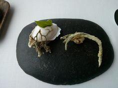 Ostra al pil-pil vegetal y marino acompañado de ortiguillas |  Restaurante Azurmendi