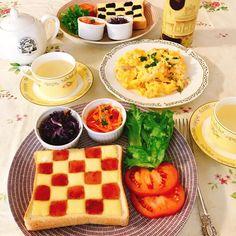 おはようございます☀ 今日の朝食はigでかわいい💕と思っていた チェックトースト🍞🍓 真似っこしてみました😄 #朝食 #朝ごはん #おうちごはん  #ワンプレート #チェックトースト #トースト #アラビアアベック #アラビア24h #北欧食器 #breakfast #homemade #checktoast #toast #arabia #arabia24h #cookingram #foodpic #foodstagram  #instalove #instalike #먹스타그램 #데일리 #일상 #맛스타그램