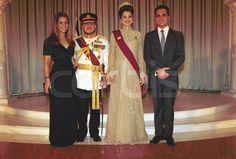 Princess Haya, King Abdullah, Queen Rania & Prince Ali at King Abdullah's Coronation Queen Noor, Queen Rania, Princess Haya, Islam Women, Photo Images, Royal Jewelry, Circlet, Social Events, Princesses