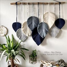 ideas for beginners Diy Home Crafts, Diy Arts And Crafts, Diy Craft Projects, Yarn Crafts, Sewing Crafts, Macrame Wall Hanging Patterns, Yarn Wall Hanging, Macrame Patterns, Macrame Design