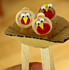 Baby robin button craft for preschoolers this Spring!!
