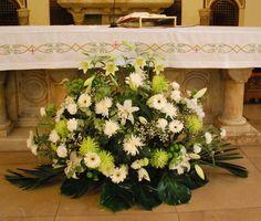 Decoración floral de Iglesias y Fincas para Bodas. Quiosco de flores de la Plaza de los Sitios de Zaragoza - Tienda Online de Flores en Zaragoza. Siete Flores