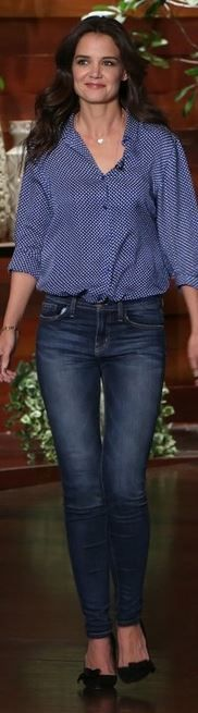 Who made Katie Holmes' gold jewelry, blue skinny jeans, and black bow pumps?…