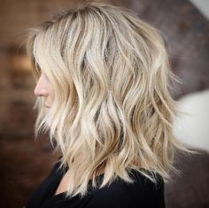 medium length haircut for wavy hair Medium Choppy Shaggy Cut Medium Choppy Bob, Medium Shaggy Hairstyles, Haircuts For Wavy Hair, Haircut For Thick Hair, Haircut Medium, Shag Hairstyles, Funky Haircuts, Medium Cut, Hairstyles 2018