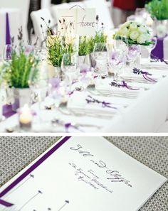 Das Brautpaar wollte eine moderne und doch edle Hochzeit feiern. Trotz klarer Linien sollte das Fest einen edlen Touch erhalten. Die Themenblumen waren Lavendel und weiße Rosen.