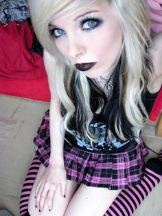 ira vampira emo scene girl queen german germany sitemodel model hair hairstyle blonde black blaue eyes gothic make up overknees naddy netzel     Beautiful
