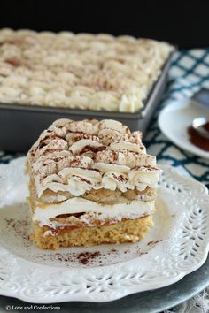Tiramisu Tres Leches is like a match made in Heaven. Delicious espresso-flavored and milk-soaked cake is topped with traditional coffee liqueur-soaked ladyfingers, a mascarpone whipped cream, and dusted with cocoa powder! Gourmet Recipes, Cake Recipes, Dessert Recipes, Gourmet Foods, Fun Desserts, Delicious Desserts, Tres Leches Cake, Take The Cake, Let Them Eat Cake