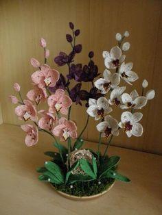 XXX beaded flowers https://cz.pinterest.com/karpatsk/kor%C3%A1lkov%C3%A1-botanika/