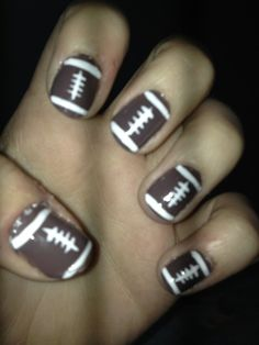 This is super cute but I'd rather have basketball nails with the Orlando Magic logo. Putting it on my to-do list right now!