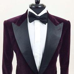Burgundy Ariston velvet, wide lapel dinner jacket with details only my client knows… Velvet Smoking Jacket, Dinner Jacket, Mens Trends, Dandy, Formal Wear, Black Tie, Men Dress, Mens Fashion, Fashion Menswear