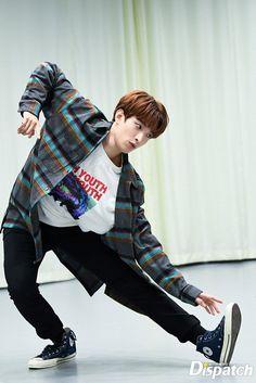 dk doing stuff Jeonghan, Woozi, Wonwoo, Seungkwan, Seventeen Memes, Seventeen Debut, Carat Seventeen, Vernon, Seventeen Lee Seokmin