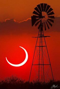 The ultimate engine, the Sun, seen during a Solar Eclipse in Bledsoe, Texas photographed alongside a windmill. Photos Du, Cool Photos, Beautiful Pictures, Interesting Photos, Beautiful Scenery, Beautiful World, What A Wonderful World, You Are My Moon, Old Windmills