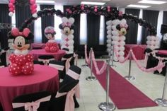 Balloons Minnie Mouse baby shower theme