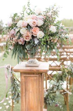 New Garden Rose Bouquet Blush Floral Arrangements 68 Ideas Wedding Ceremony Flowers, Floral Wedding, Wedding Bouquets, Trendy Wedding, Quirky Wedding, Lilac Wedding, Wedding Rings, Nautical Wedding, Wedding Bridesmaids