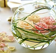Simply Stunning Wedding Centerpieces: Round Vase Centerpiece with Floating Flowers Floating Flower Centerpieces, Spring Wedding Centerpieces, Floating Flowers, Table Centerpieces, Wedding Decorations, Table Decorations, Centerpiece Ideas, Unique Centerpieces, Fishbowl Centerpiece