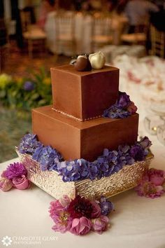 A Divine Moment Events, LLC: Wedding Trends for 2014: Chocolate Wedding Cakes