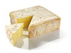 Le Petit Pont-l'Evêque : Sa texture légèrement crémeuse est une véritable invitation gourmande. Découvrez ce fromage aux parfums de sous bois !