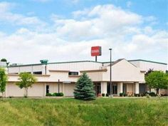 Zanesville (OH) Ramada Conference Center Zanesville Hotel United States, North America Located in Zanesville, Ramada Conference Center Zanesville Hotel is a perfect starting point from which to explore Zanesville (OH). The hotel has everything you need for a comfortable stay. Facilities like meeting facilities, elevator, restaurant, disabled facilities, pets allowed are readily available for you to enjoy. The well-appointed guestrooms feature internet access – LAN, coffee/tea ...