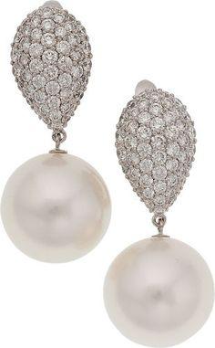 Լųxųɽƴ Լ¡ʄҽʂʈƴɭҽ | South Sea Cultured Pearl and Diamond Earrings