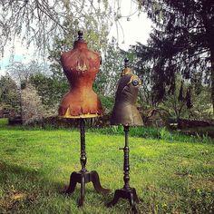 Je n'ai pas de mot ... Juste émerveillée par ces deux beautés.  #mannequin #napoleoniii #stockman #dressform #couture #mannequinancien #antique #antiquites #vintage #deco #child #enfant #victorian #georgious #chambre #pucesducanallyon #pucesducanal #villeurbanne #lagrabotte #lyon #paris #lyonvintage #napoleon #brocante #antiquaire #shabbychic #bohemian#retourdechine #chiner by la_grabotte