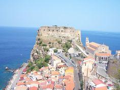 Il Castello Ruffo di Scilla, dall'alto domina tutto il borgo. [Foto a cura di Carmen Guarascio]