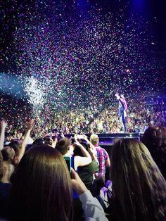 Demi Lovato - Neon Lights Tour